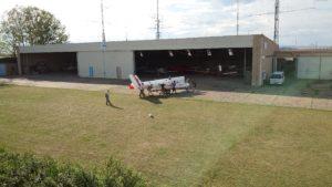 Super Blaník na patranu před hangárem